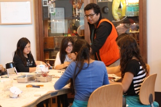 DaVinci scholars build their own original mechanical robots at the Exploratoirum