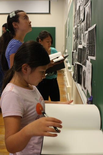 While designing their boxes, these young artists receive inspiration from images of the day of the dead.